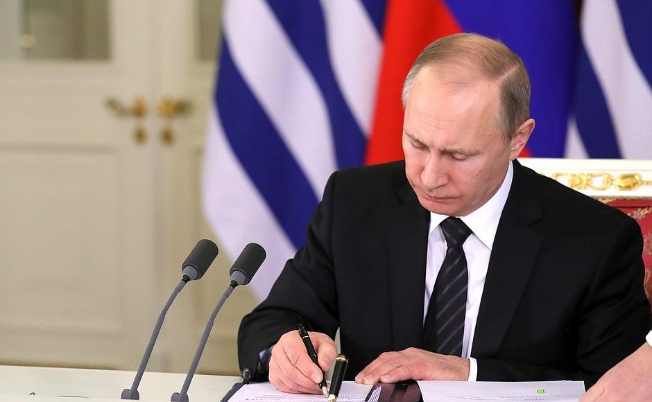 Путин уволил двух генералов по делу Голунова