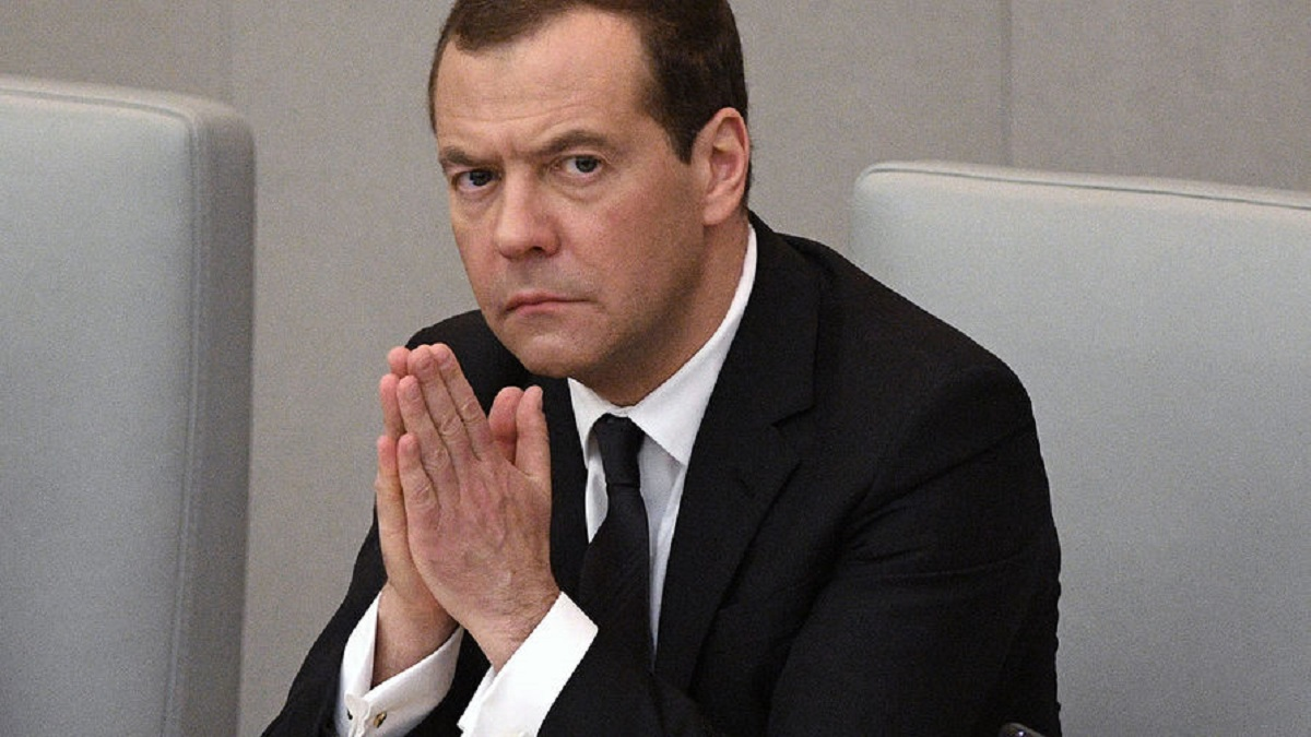 Медведев сравнил новые санкции США с войной
