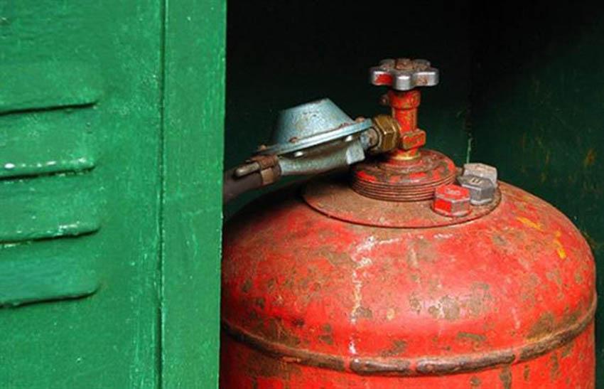 В Омске жители аварийного дома опасаются взрыва бытового газа