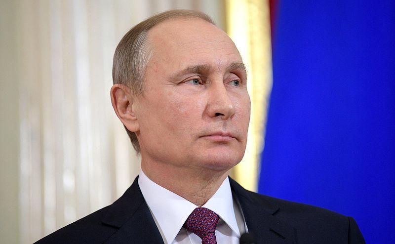 Путина просят отклонить законы о неуважении к власти и фейковых новостях