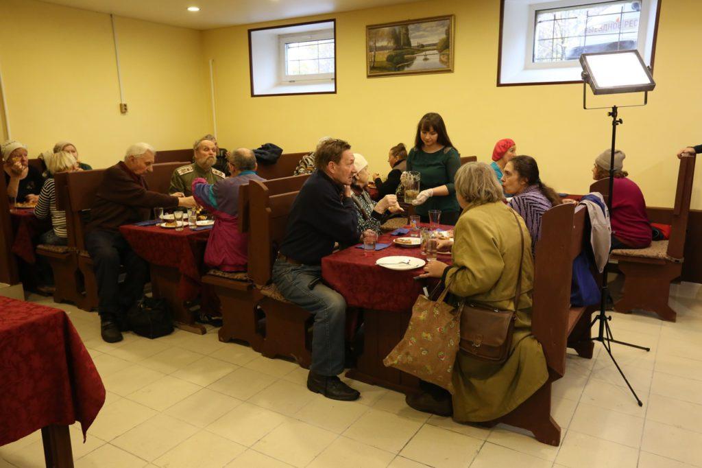 Первое кафе с бесплатной едой для пенсионеров закрыли из-за граффити