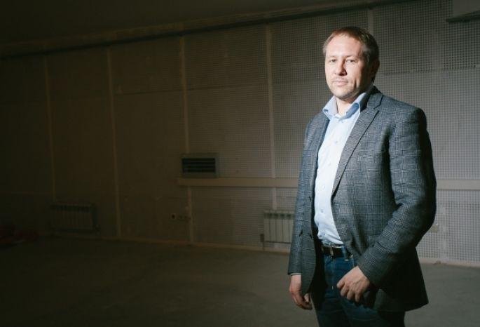 Бывший вице- спикер Омского горсовета, выбирает красавиц в «Долгопрудном»