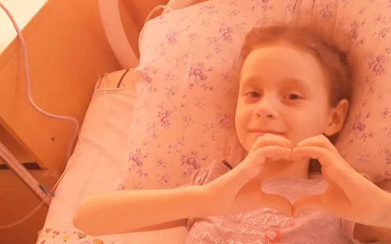 Семилетней омичке с онкологией срочно нужны билеты в Москву
