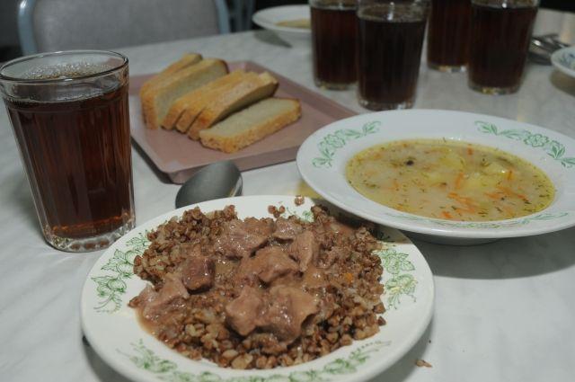 Роспотребнадзор проверил качество питания омских школьников
