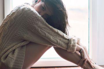 Как девушке носить мужской свитер?