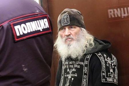 Силовики проводят штурм Среднеуральского монастыря