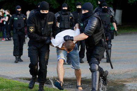Стало известно как силовики разгоняли митинги в Беларуси