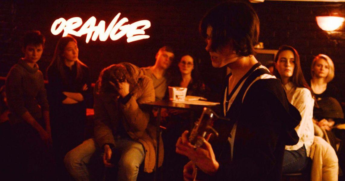 «Когда звучат стихи, все становятся своими»: поэтический вечер в Orange bar