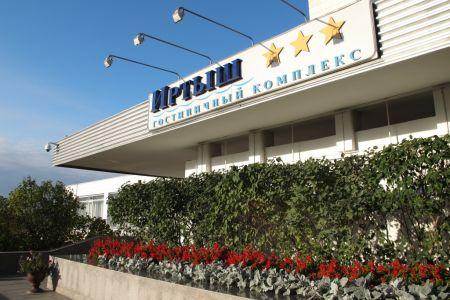 Участникам президентского форума в Омске предложили заселиться в «Иртыш»