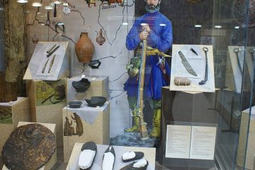 Копья, шляпки и песочницы — выставки в ОГИК музее