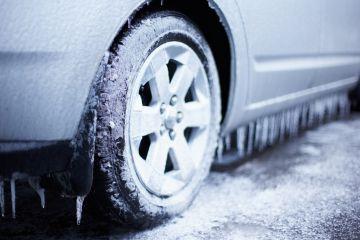 В Омске придумали необычный способ обогреть авто в мороз
