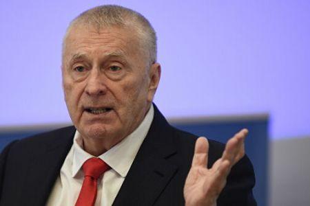 Жириновский хочет сократить зарплаты руководителям госкоропрации
