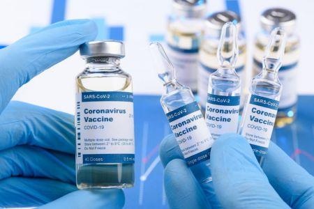 Россия отвергает обвинения Лондона в попытке похищения вакцины от коронавируса