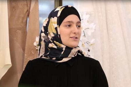 Дочь Кадырова провела показ коллекции одежды в Париже