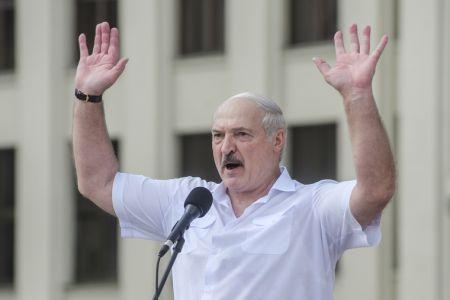 Лукашенко заявил, что против Беларуси началась «дипломатическая бойня»
