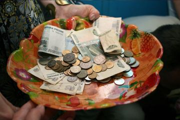 «Этому дала, этому не дала» или почему в России не будет прямой раздачи денег