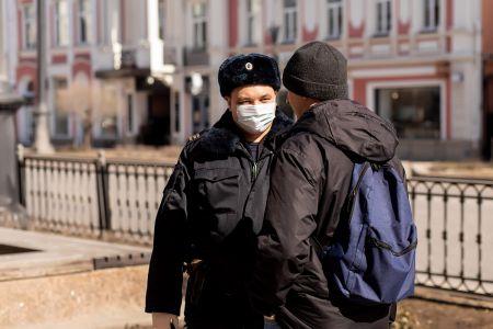 В Омске продолжают штрафовать ковидных нарушителей