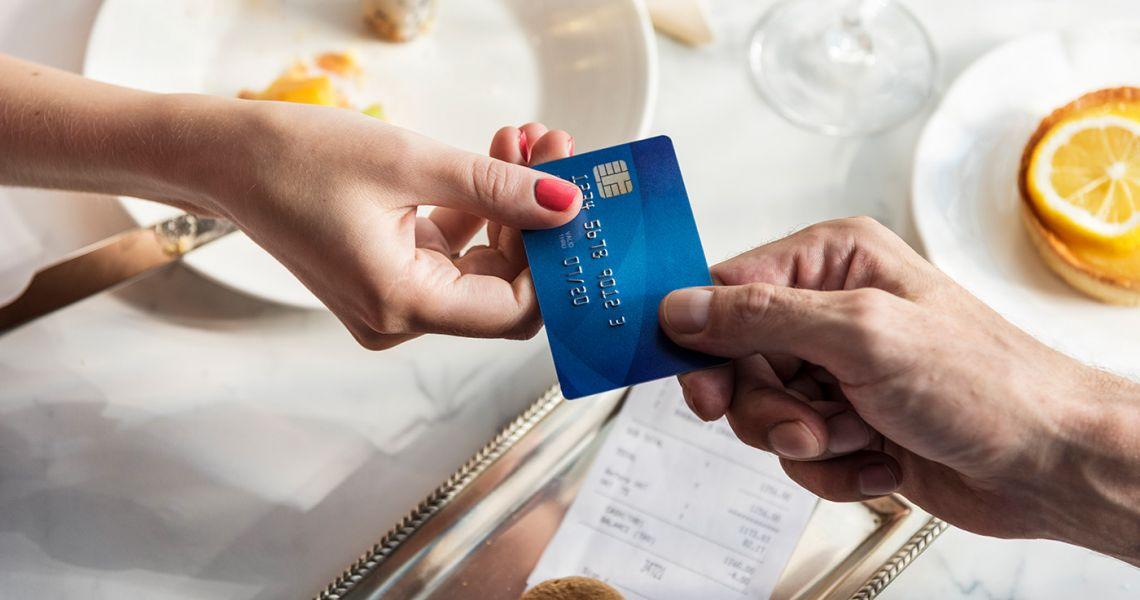 10 способов сэкономить в ресторанах и кафе