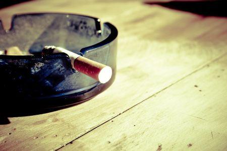 В России выписали первый штраф за курение на балконе