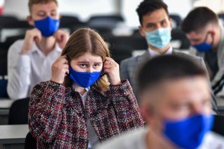 Московских школьников переводят на дистанционное обучение