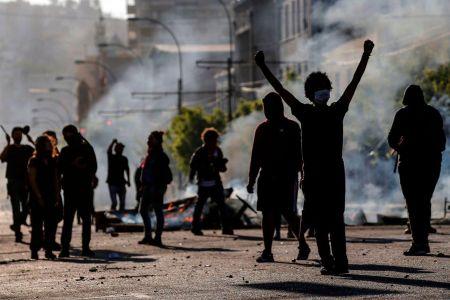 Повышение цен на проезд в Чили стали причиной массовых беспорядков
