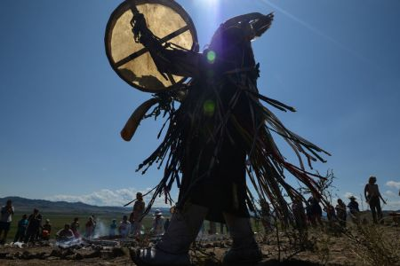 На смену шаману, который шел изгонять Путина, выйдет другой якутский шаман