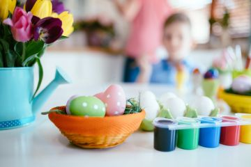 Как оригинально покрасить пасхальные яйца: несколько простых советов