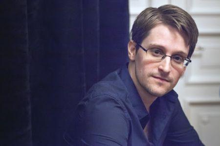 Сноуден получил бессрочный российский вид на жительство