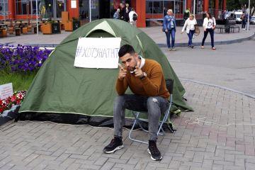 Роман, который живет в палатке