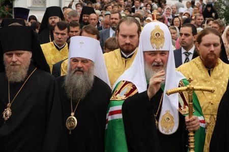 Патриарх Кирилл попросил прихожан помочь священникам