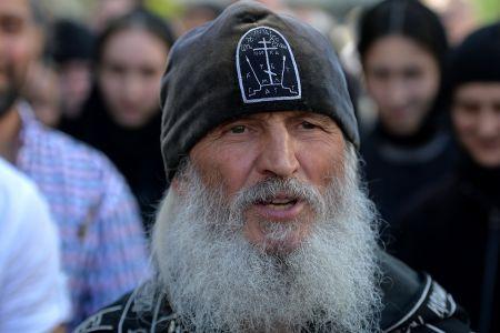 Уже не священнослужитель Сергий (Романов) отказывается покидать монастырь